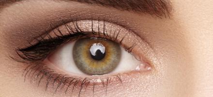 Barvne kontaktne leče z dioptrijo