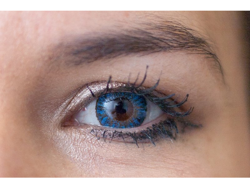 TopVue Daily Color - z dioptrijo (10 leč) - sapphire blue on brown eye